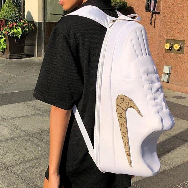 Kiểu thiết kế ba lô giống chiếc giày đang gây xôn xao trên mạng được tài khoản imran_potato update trên mạng xã hội