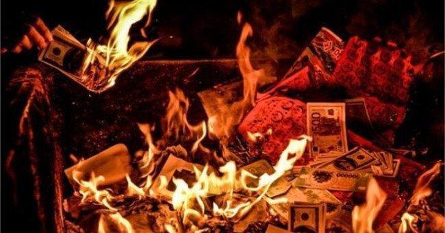 Không nên tùy tiện đốt tiền vàng trong tháng cô hồn.