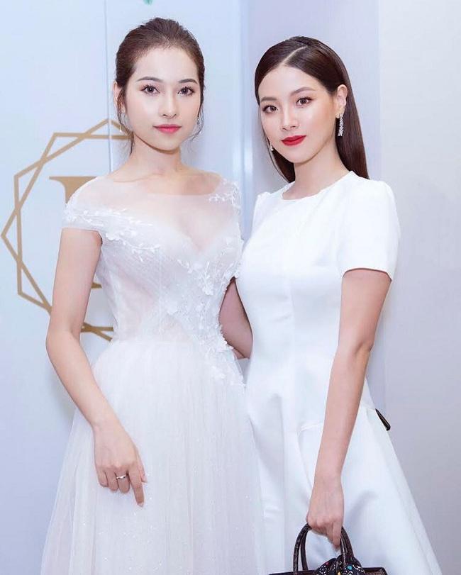 Các cô gái có thể học theo mỹ nhân xứ Thái này trong cách lên đồ với màu trắng này để cho bản thân không hề bị nhàm chán