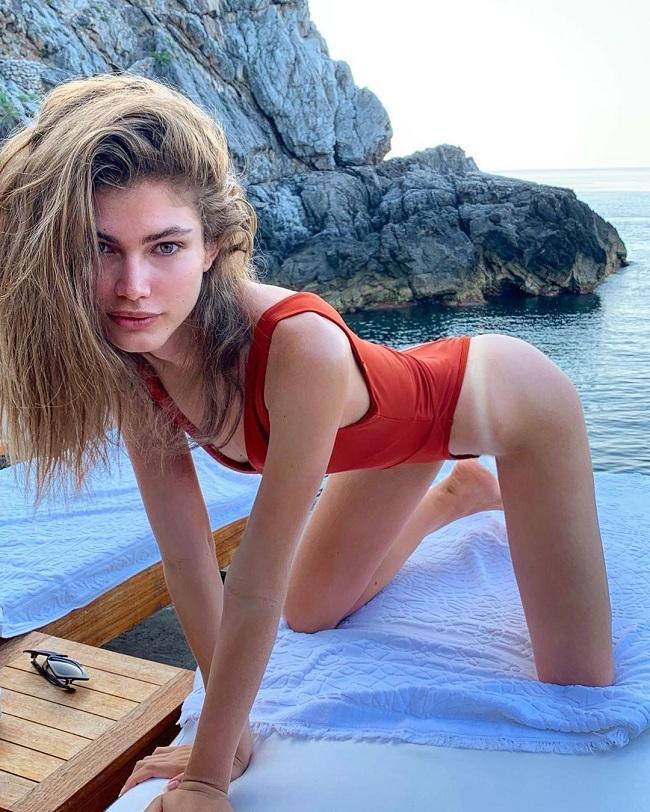 Người mẫu chuyển giới Valentina Sampaio sinh năm 1996 tại Brazil. Cô cao 1,75 m cùng đôi mắt xanh hút hồn