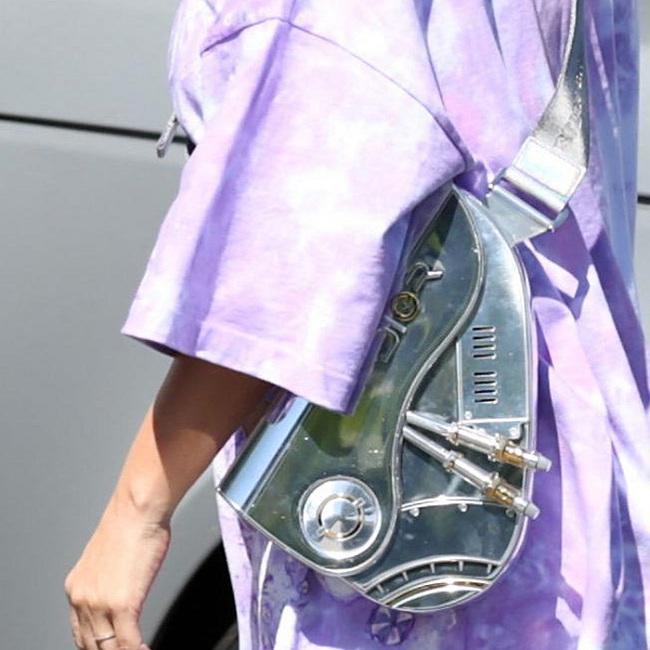 """Kiểu túi này trên thế giới nhà Dior chỉ sản xuất tầm 10 chiếc, hàng thật sự vô cùng """"hiếm"""" và không phải ai cũng có thể sở hữu được"""