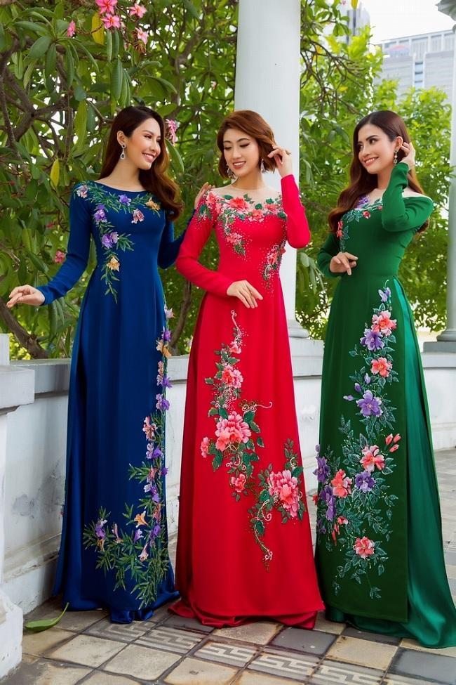 Những gam màu sắc nổi bật trong những chiếc Áo dài thướt tha tôn vinh vẻ đẹp của người phụ nữ Việt Nam