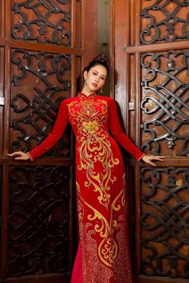 Vì Áo dài là linh hồn của người phụ nữ Việt Nam nên xu hướng hiện nay luôn chọn áo dài để làm quà, dành tặng cho người phụ nữ quan trọng trong cuộc đời mình.