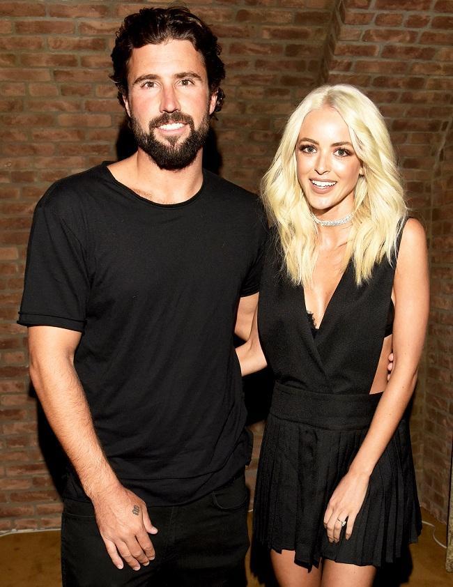 Người đẹp còn có khoảng thời gian mặn nồng với Brody Jenner từ năm 2014. Brody được biết là anh trai của nữ tỷ phú trẻ tự thân Kylie Jenner