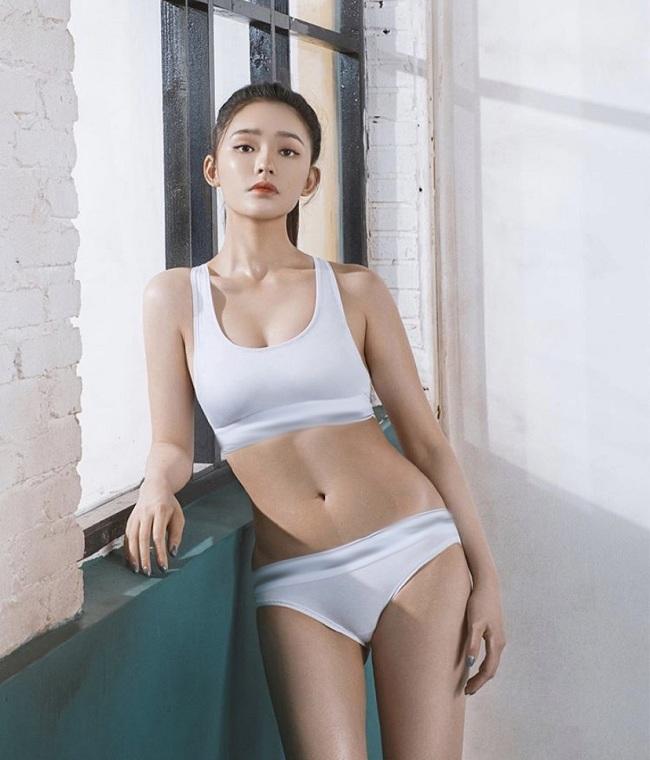 Nữ diễn viên 22 tuổi trước đây cũng từng chụp hình cho các bộ ảnh cho các trang phục thể thao