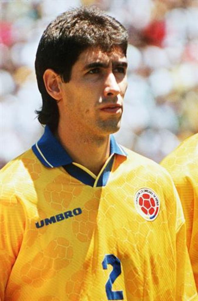 Năm đó, Colombia đem đến đấu trường quốc tế với dàn cầu thủ đồng đều và chất lượng. Họ nằm ở bảng A với chủ nhà Mỹ, Romania và Thụy Sĩ. Đây là những đối thủ không quá mạnh nên Colombia mong rằng sẽ dễ dàng vượt qua. Nhưng không, áp lực khiến Colombia thua Romania 1-3, họ buộc phải thắng Mỹ để đi tiếp. Trận đấu đó, thế trận vẫn cân bằng nhưng đến phút 35, cầu thủ Andres Escobar trong nỗ lực cản phá đã sút phản lưới nhà.