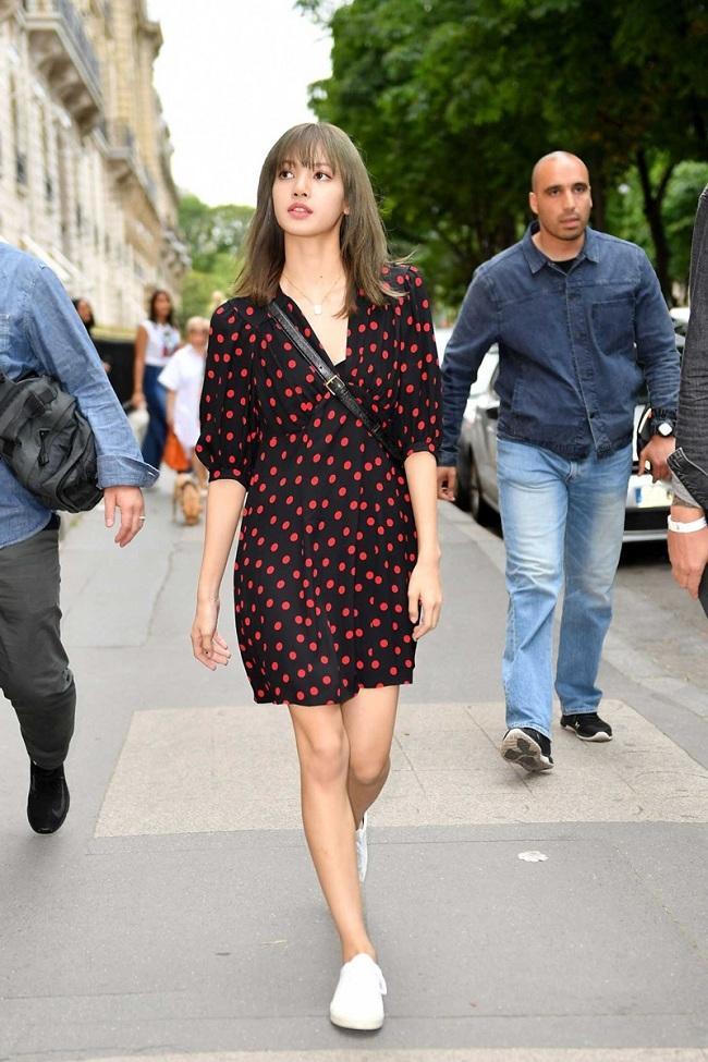 """""""Búp bê sống"""" Thái Lan thường xuyên diện trang phục đến từ thương hiệu của Pháp bất kể đi sự kiện hay dạo phố"""