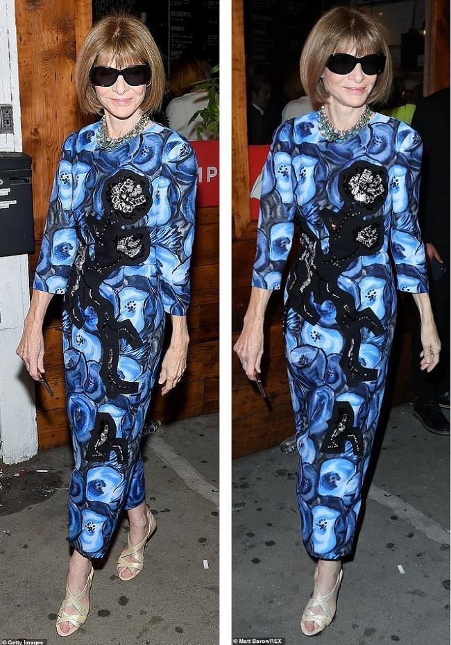 Người đàn bà quyền lực trong giới thời trang Vogue Anna Wintour sang trọng trong đầm dài hoạ tiết màu xanh kín đáo cùng cặp kiếng đen đặc trưng