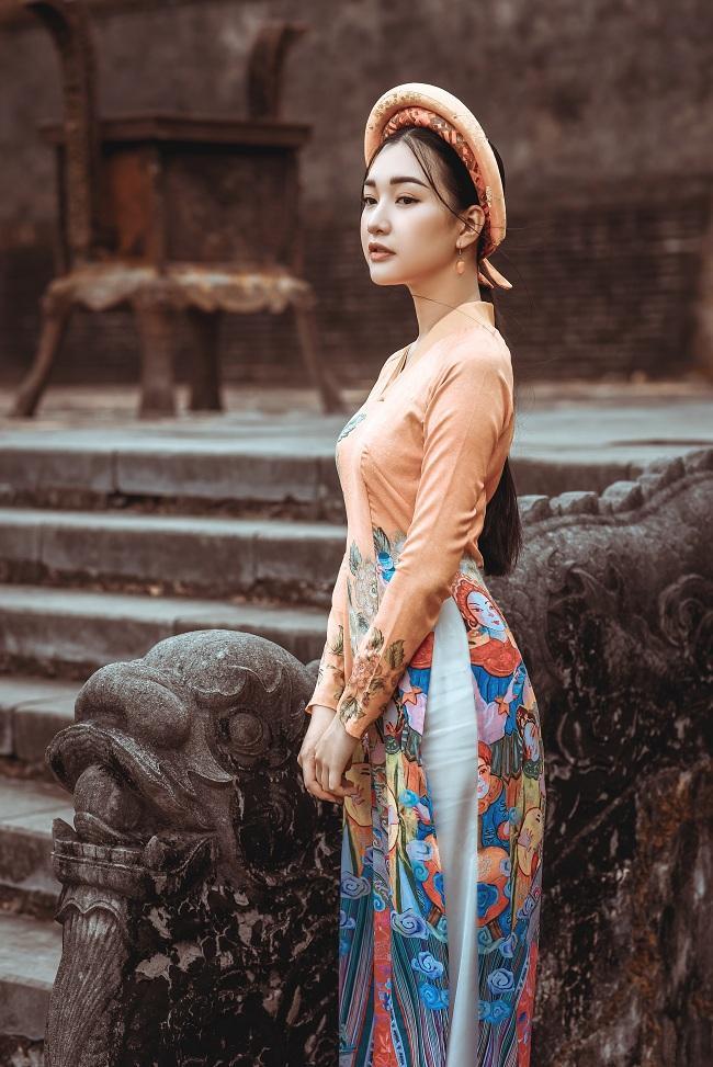 Nàng thơ xứ Huế Ngọc Trân với nhan sắc mong manh, dịu dàng xuyên suốt trong loạt ảnh thời trang này bên cạnh Hoa hậu Ngọc Hân