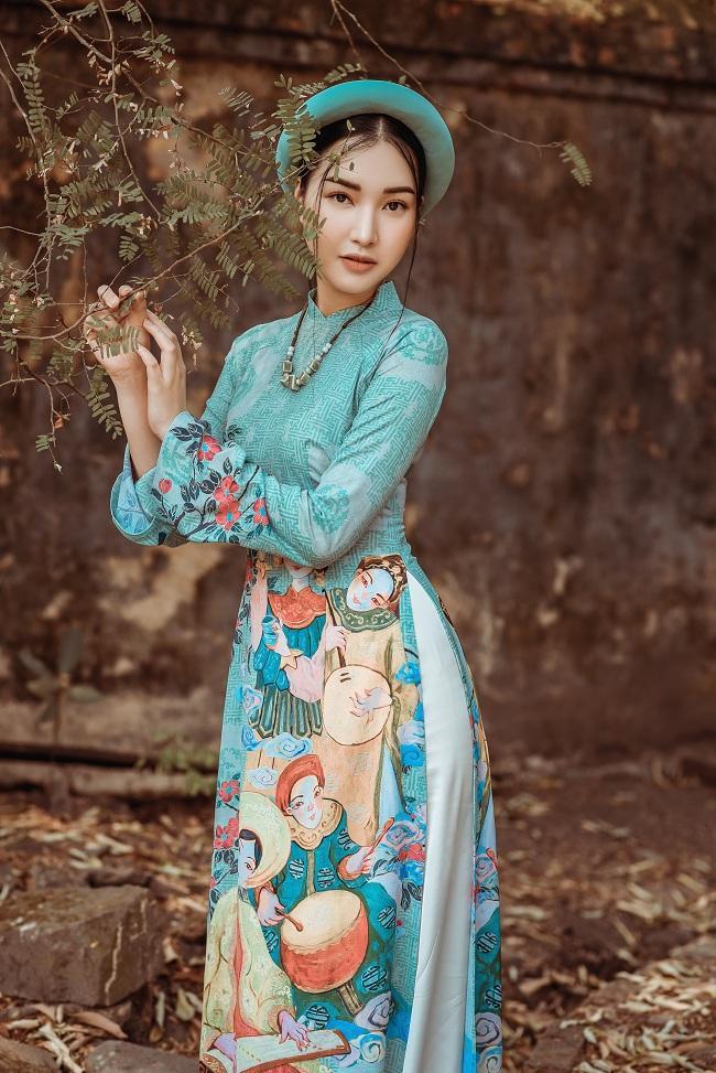 Người đẹp du lịch Huế 2015 thả dáng mơ màng trong chiếc áo dài cách điệu