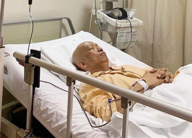 Hình ảnh nghệ sĩ khi đang điều trị tại bệnh viện.