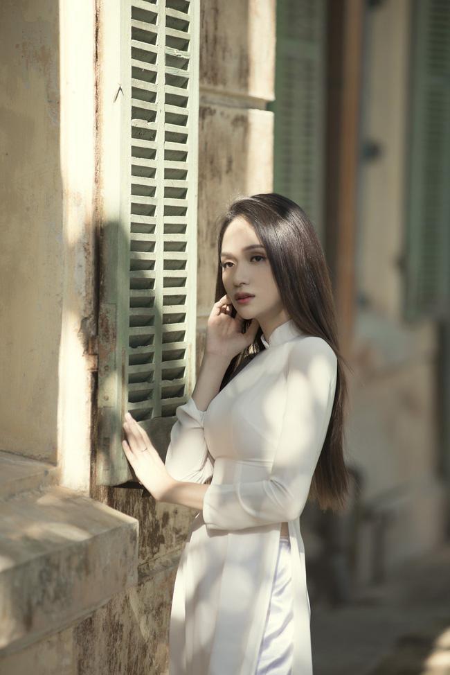 Hình ảnh Hương Giang trong MV Anh đang ở đâu đấy anh.