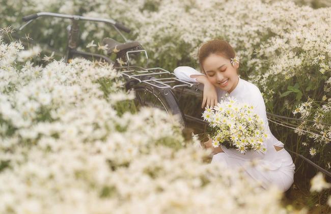 Hotgirl Thúy Vi ra tận Hà Nội để chụp hình cùng cúc họa mi và cái kết với bộ ảnh đẹp mơ màng ảnh 3