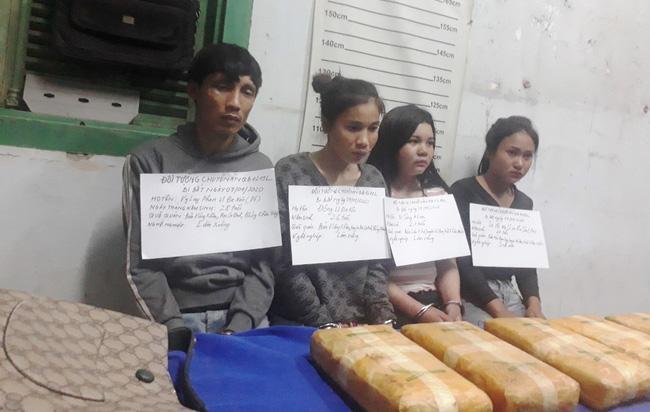 4 đối tượng người Lào vận chuyển 60.000 viên ma túy tổng hợp qua biên giới. Ảnh: TTXVN