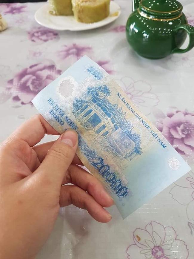 Bi hài chuyện khách Tây du lịch Việt Nam vào dịp Tết: Đánh liều vào nhà dân xin ăn vì hàng quán đóng cửa ảnh 2