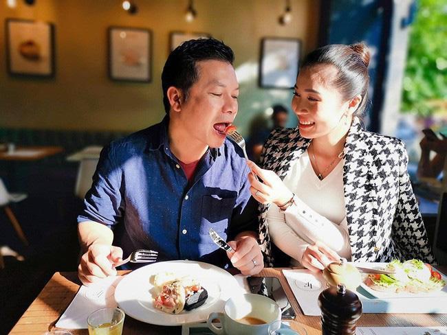 Vợ chồng Shark Hưng tranh thủ từng phút để hẹn hò Valentine ảnh 2