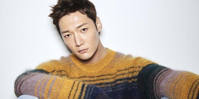 Hai trai đẹp Lee Seung Gi và Choi Jin Hyuk có thể hóa thân thành những kẻ biến thái trong phim Mouse ảnh 4