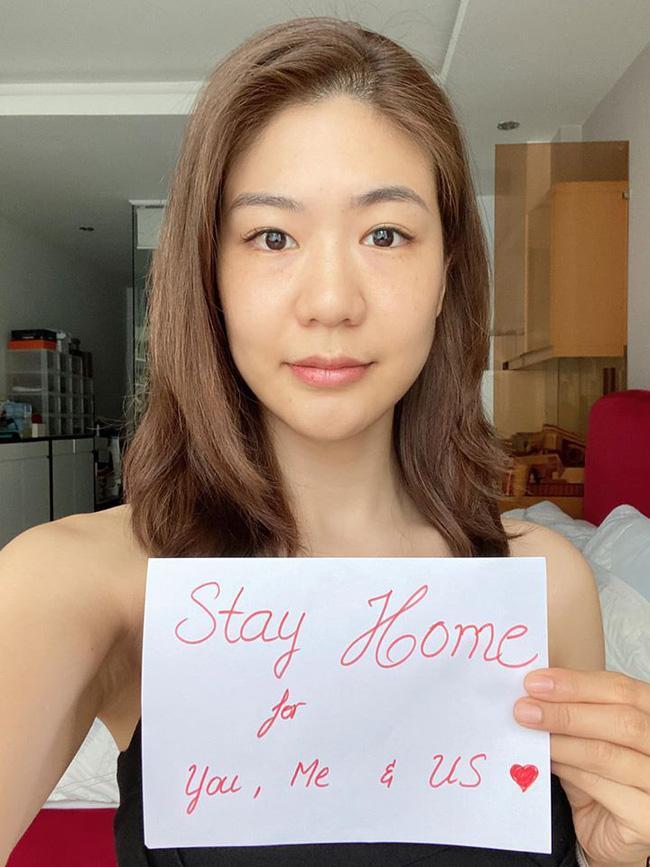 Nghỉ dịch lâu ngày, nữ cơ trưởng đầu tiên tại Việt Nam khiến dân tình lác mắt khi kiêm từ dạy học đến làm nails ảnh 0