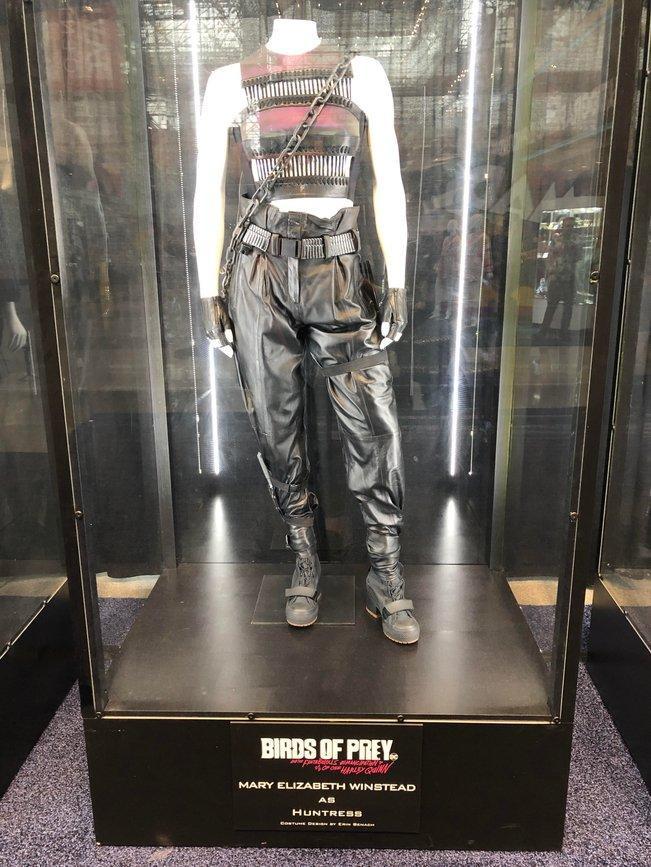 Những trang phục trong Birds of Prey tiết lộ ảnh hưởng của Harley Quinn đối với một thành viên trong nhóm! ảnh 4