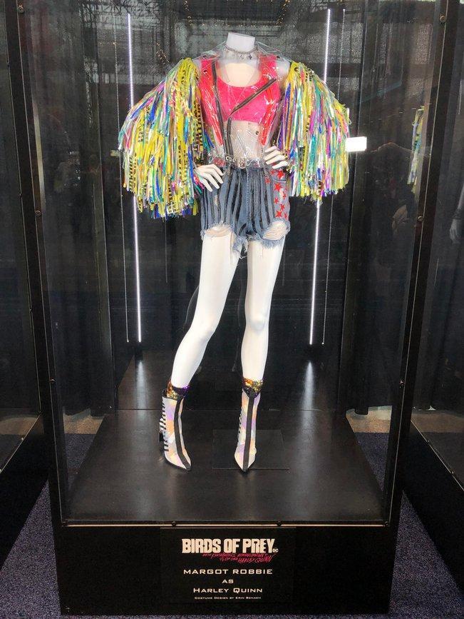 Những trang phục trong Birds of Prey tiết lộ ảnh hưởng của Harley Quinn đối với một thành viên trong nhóm! ảnh 2