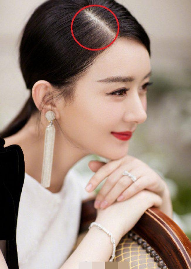 Tái xuất xinh đẹp nhưng với một chi tiết sau đây khiến fan lo lắng cho sức khỏe của Triệu Lệ Dĩnh ảnh 6