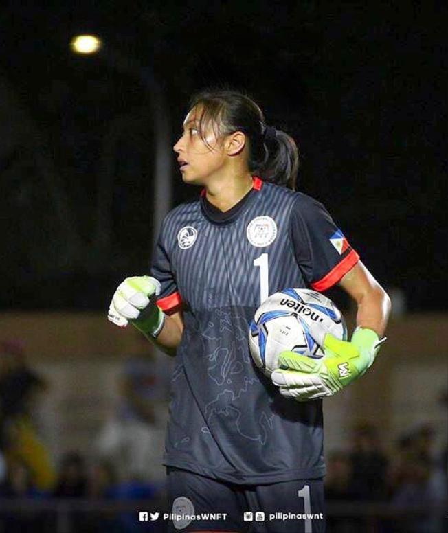 Inna Palacios năm nay 25 tuổi, hiện đang là thủ môn của tuyển nữ Phlippines.