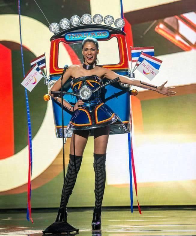 Tuy các phương tiện đưa vào khác nhau nhưng kết cấu, bố cục bị cho là học hỏi từ Tuk Tuk. Bộ trang phục này giành giải trang phục đẹp nhất ở kỳ Miss Universe 2015.