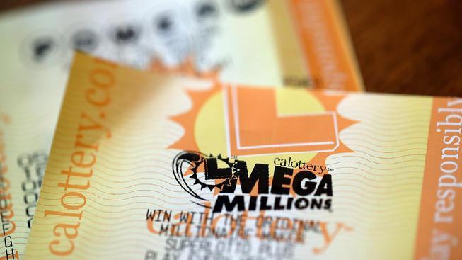 Một tấm véMega Millions.