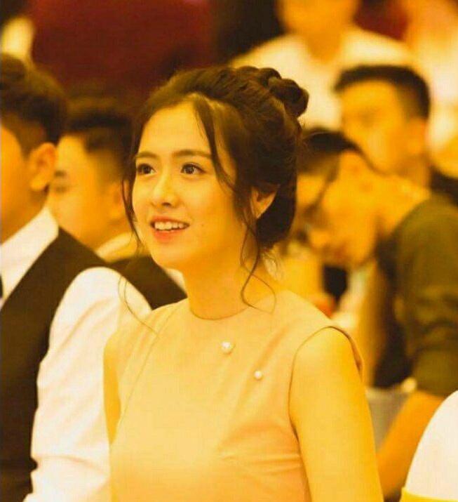 Nhan sắc xinh đẹp nổi bật của Quỳnh Giang