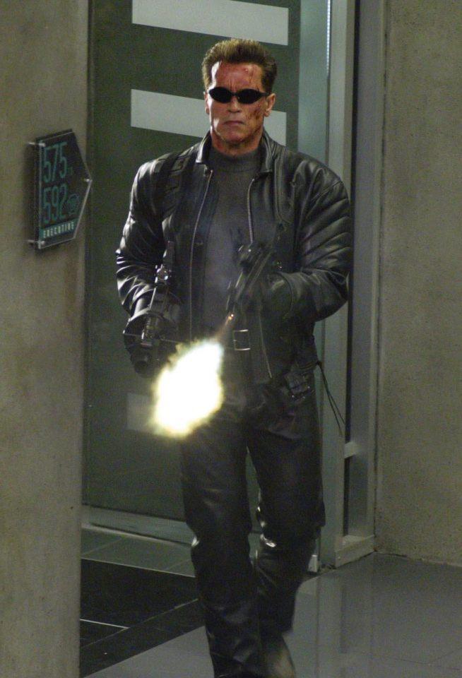 Arnold Schwarzenegger háo hức được trở lại sắm vai người máy T-800 với những ý tưởng kịch bản đến từ James Cameron. Ảnh: Outnow.