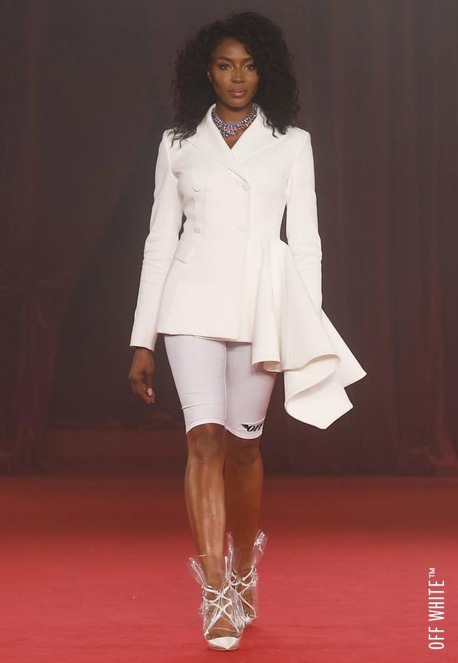Siêu mẫu Naomi cùng chiếc quần short ôm xát tại show diễn OFF - WHITE