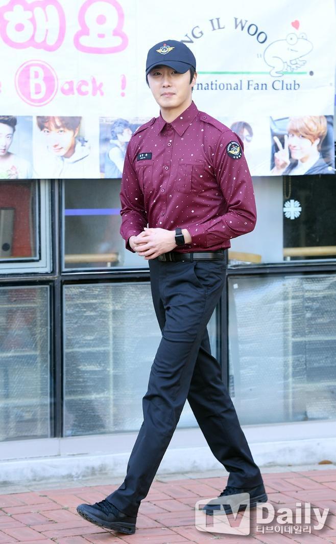 Sau 2 năm thực hiện nghĩa vụ, giờ đây mỹ nam Jung Il Woo vẫn đẹp trai phong độ như trước.