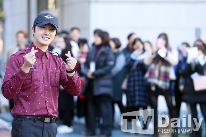 Bất chấp hội chứng phình động mạch não, Jung Il Woo vẫn quyết tâm hoàn thành 2 năm nghĩa vụ quân sự ảnh 4