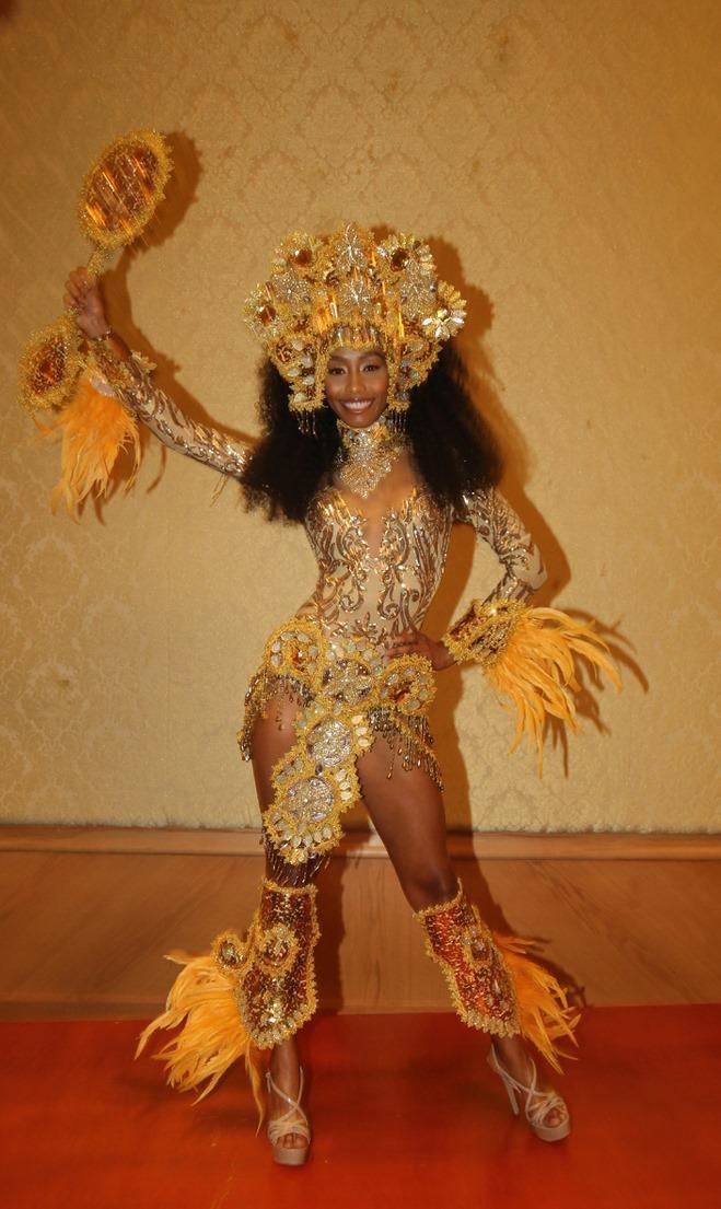 Thúy An trình diễn Điểu tinh đoạt công chúa: Đẹp  Độc đáo  Quyết giật giải Best National Costume! ảnh 6