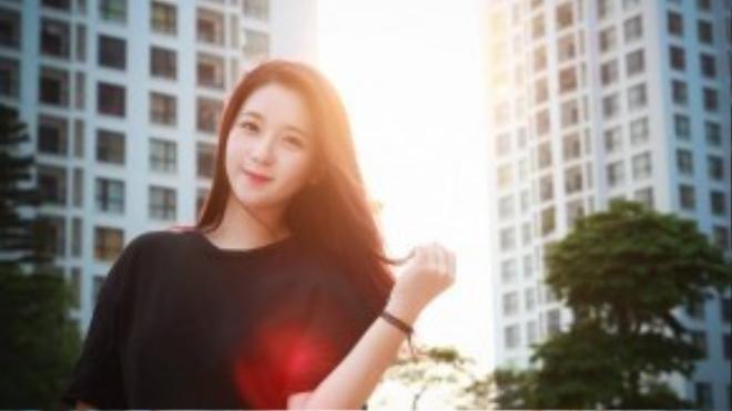 Nguyễn Kim Chi vừa sở hữu ngoại hình xinh đẹp, vừa có thành tích học tập đáng nể khi giành được học bổng tiền tỷ từ một trường thiết kế ở Anh Quốc. Ảnh: Tuấn Phong.