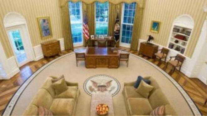 Mỹ: Nhà Trắng ở Washington, DC, có lẽ là dinh tổng thống nổi tiếng nhất thế giới. Phòng Oval là nơi tổng thống làm việc, họp với các chính trị gia và lãnh đạo các nước khác.