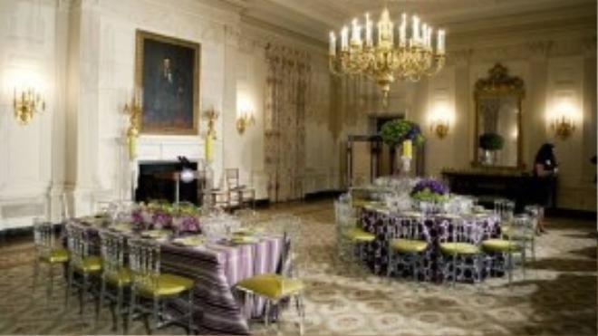 Nhà Trắng có hai phòng ăn, một cho gia đình tổng thống và một cho các bữa tiệc chiêu đãi lãnh đạo. Bà Michelle Obama đã tự tay trang trí phòng tổ chức quốc yến.