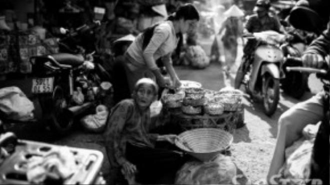 Những người hành khất lớn tuổi vốn là hình ảnh quen thuộc trong các khu chợ quê ở Miền Nam.