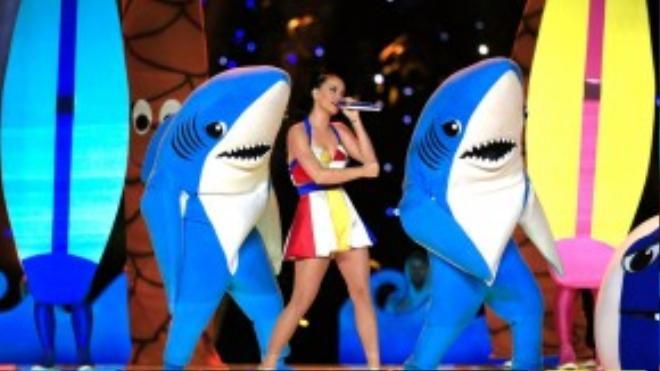 Chàng vũ công cá mập được yêu thích trong show diễn của Katy Perry.