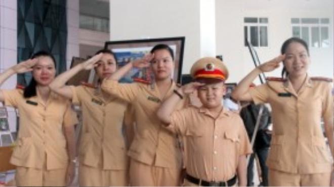 Lực lượng cảnh sát của Đà Nẵng cũng từng hiện thực hóa ước mơ của một cậu bé ung thư, giúp cậu trở thành CSGT trong một ngày.