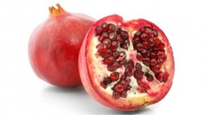 Quá lựu đỏ, hạt tròn có nhiều công năng chữa bệnh cũng là thứ nắm giữ may mắn cho năm mới.