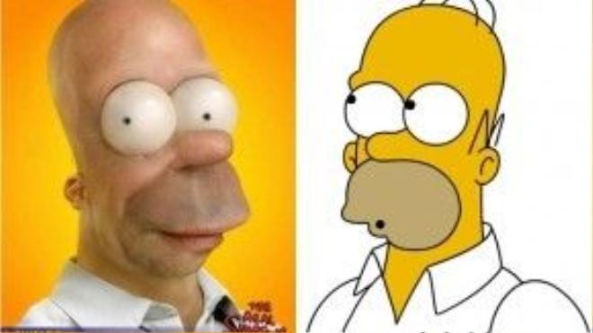 """Và chắc chắn không thể thiếu ông bố """"khùng"""" Homer của The Simpsons rồi. Tạo hình độc đáo là điểm nhấn của series này, nhưng hãy thử tưởng tượng Homer ngoài đời sẽ kinh dị thế nào với cái đầu trọc quá khổ và đôi mắt phồng to như sắp rơi ra ngoài?"""