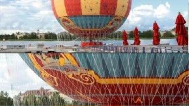 """Công viênWalt Disney ở Florida (Mỹ) kinh doanh dịch vụ trọn gói """"Chuyến bay của nhân vật hoạt hình"""" cho phép các fan làm đám cưới trên một trong các khinh khí cầu helium lớn nhất thế giới. Ảnh: vwmin"""