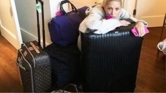 Olympia thừa nhận rằng cô không giỏi đóng gói quần áo. Cô mang khá nhiều đồ đạc vì đi nghỉ mát ở hainơi liên tiếp.