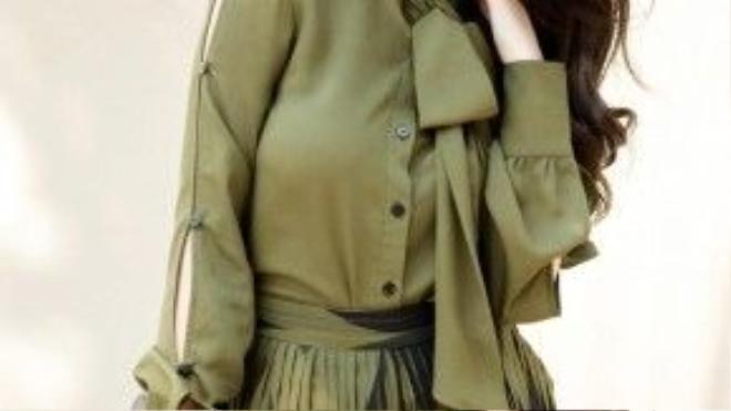 Ngoài ra, hai vai diễn mang tính đột phá của người đẹp 9x cũng sắp ra mắt khán giả truyền hình trong thời gian sắp tới, đó là một siêu mẫu xinh đẹp cá tính trong phim Tình xuyên biên giới (đóng cặp với ngôi sao Hồng Kông Mã Đức Chung) và cô Ba Xà Bông nức tiếng của Sài Gòn xưa trong phim Mỹ nhân Sài thành.