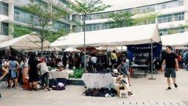 Dù nằm xa trung tâm thành phố nhưng Saigon Flea market vẫn thu hút nhiều sự quan tâm khi họp chợ.