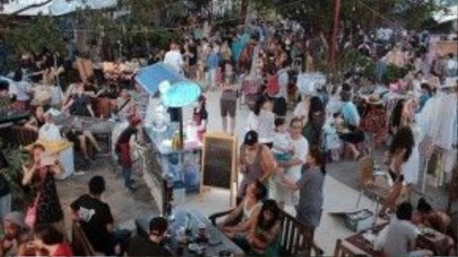 Không gian rộng rãi, hoà mình với thiên nhiêu của Saigon Urban Flea Market.