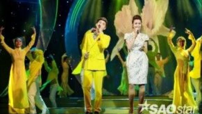 Noo Phước Thịnh và Đông Nhi tiếp tục được xướng tên nhận giải trong chương trình. Cặp đôi đã có màn song ca tình cảm trên sân khấu.