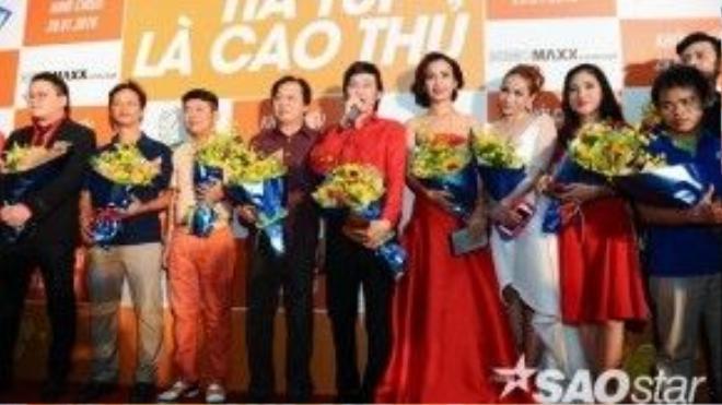 Dàn diễn viên và đạo diễn - NSƯT Trần Ngọc Giàu.