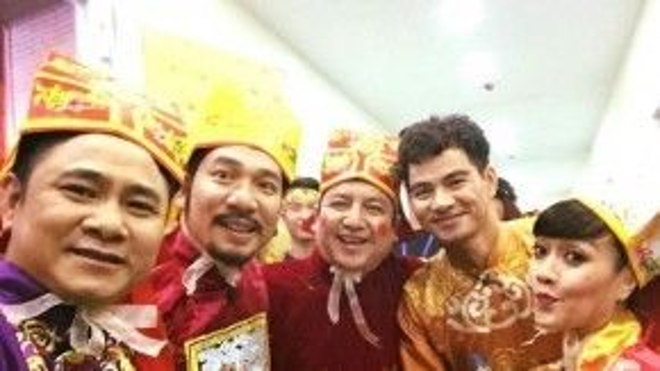 Trong khi đó, trang phục của dàn diễn viên Táo quân gồm: Tự Long, Quang Thắng, Chí Trung và Vân Dung (từ trái qua phải) cũng được tiết lộ.